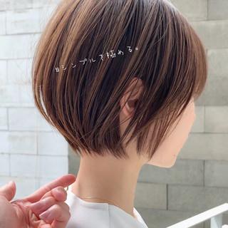 ショートヘア ショートボブ オフィス アンニュイほつれヘア ヘアスタイルや髪型の写真・画像