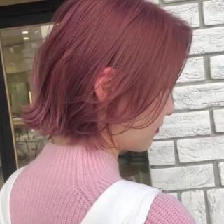 フェミニン ボブ 切りっぱなしボブ ベリーピンク ヘアスタイルや髪型の写真・画像