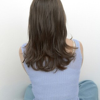 前髪あり ウェーブ グレージュ ナチュラル ヘアスタイルや髪型の写真・画像 ヘアスタイルや髪型の写真・画像