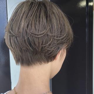 ショート ブリーチ かっこいい ナチュラル ヘアスタイルや髪型の写真・画像