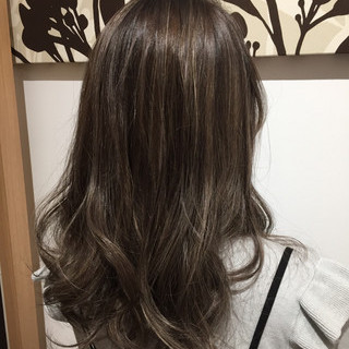 外国人風カラー ブリーチ ナチュラル ミルクティーベージュ ヘアスタイルや髪型の写真・画像