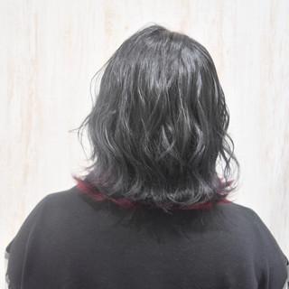 切りっぱなしボブ インナーカラーレッド グレー モード ヘアスタイルや髪型の写真・画像