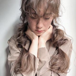 ガーリー 大人かわいい 編みおろし アンニュイほつれヘア ヘアスタイルや髪型の写真・画像