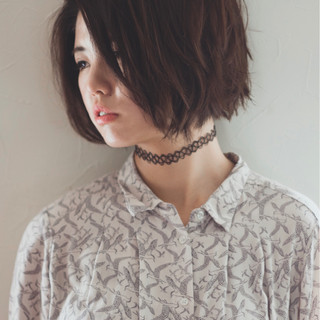 切りっぱなし 暗髪 くせ毛風 ナチュラル ヘアスタイルや髪型の写真・画像 ヘアスタイルや髪型の写真・画像