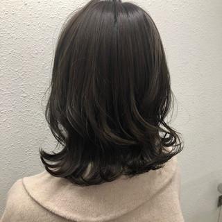 デート パーマ ナチュラル ミディアム ヘアスタイルや髪型の写真・画像