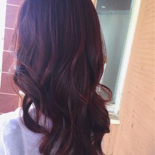 レッド ストリート ロング フェミニン ヘアスタイルや髪型の写真・画像