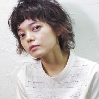 外国人風 ミディアム ブラウン ストリート ヘアスタイルや髪型の写真・画像 ヘアスタイルや髪型の写真・画像