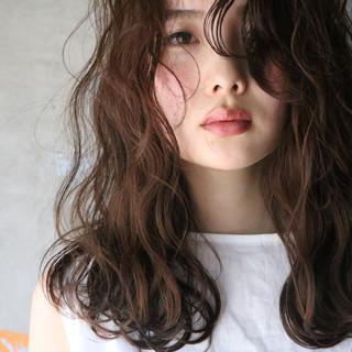 ロブ 波ウェーブ インナーカラーグレージュ フェミニン ヘアスタイルや髪型の写真・画像