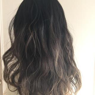 ロング ゆるふわ グラデーションカラー 暗髪 ヘアスタイルや髪型の写真・画像
