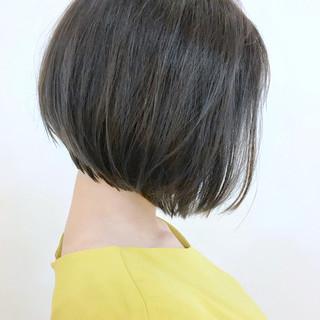 切りっぱなしボブ アッシュベージュ ボブ ナチュラル ヘアスタイルや髪型の写真・画像