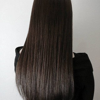 艶髪 アッシュグレージュ ロング フェミニン ヘアスタイルや髪型の写真・画像