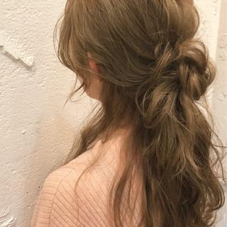編み込み ロング フェミニン くるりんぱ ヘアスタイルや髪型の写真・画像