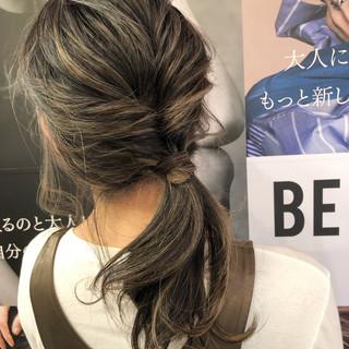 デート アウトドア スポーツ セミロング ヘアスタイルや髪型の写真・画像