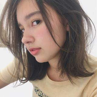 ミディアム 女子会 リラックス グレージュ ヘアスタイルや髪型の写真・画像