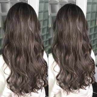 暗髪 ハイライト 上品 アッシュグレージュ ヘアスタイルや髪型の写真・画像