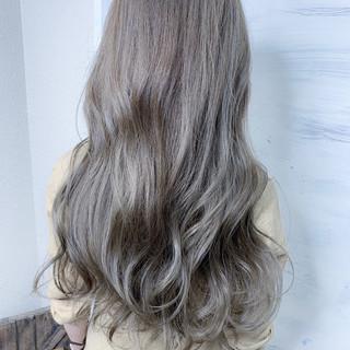グレージュ カーキアッシュ アッシュグレー 美髪 ヘアスタイルや髪型の写真・画像