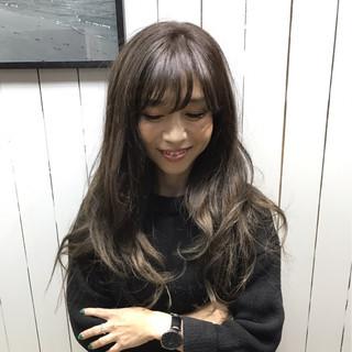 ゆるふわ ニュアンス グラデーションカラー 外国人風 ヘアスタイルや髪型の写真・画像