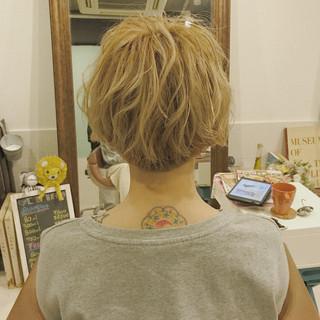 ショート アウトドア 女子会 インナーカラー ヘアスタイルや髪型の写真・画像