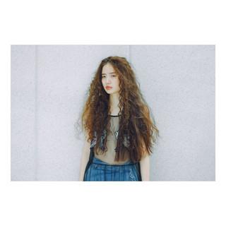 パーマ ハイライト 大人かわいい 外国人風 ヘアスタイルや髪型の写真・画像