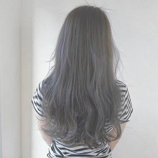 グレー アッシュ ロング ガーリー ヘアスタイルや髪型の写真・画像