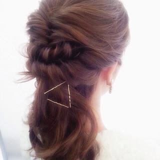 ヘアピン フィッシュボーン ヘアアクセ ハーフアップ ヘアスタイルや髪型の写真・画像