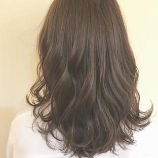 ミディアム アッシュ ナチュラル グレージュ ヘアスタイルや髪型の写真・画像