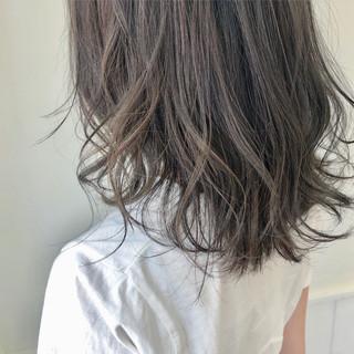 オフィス アンニュイほつれヘア デート ナチュラル ヘアスタイルや髪型の写真・画像 ヘアスタイルや髪型の写真・画像