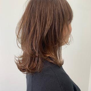 ミディアム ウルフカット ナチュラル ハイライト ヘアスタイルや髪型の写真・画像