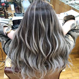 外国人風カラー ホワイトブリーチ ロング グラデーションカラー ヘアスタイルや髪型の写真・画像