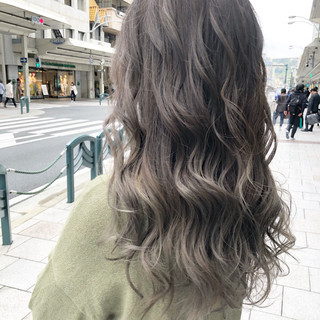 フェミニン ホワイトハイライト ホワイトブリーチ ハイライト ヘアスタイルや髪型の写真・画像