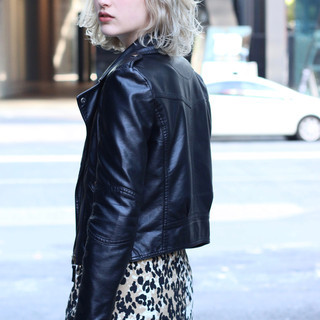 レイヤーカット ダブルカラー ブロンドカラー ストリート ヘアスタイルや髪型の写真・画像