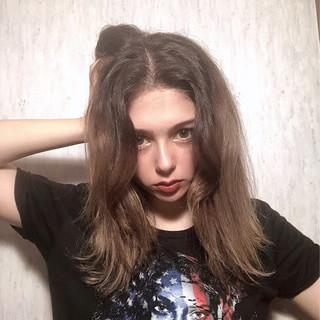 ミルクティーベージュ ハイライト ブリーチ セミロング ヘアスタイルや髪型の写真・画像
