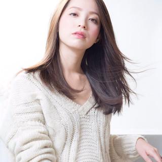 大人女子 艶髪 セミロング ナチュラル ヘアスタイルや髪型の写真・画像
