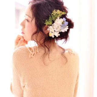 レイヤーカット フェミニン ミディアム ヘアアレンジ ヘアスタイルや髪型の写真・画像