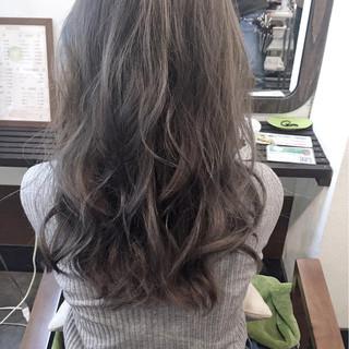 大人かわいい ロング アッシュ ブルージュ ヘアスタイルや髪型の写真・画像
