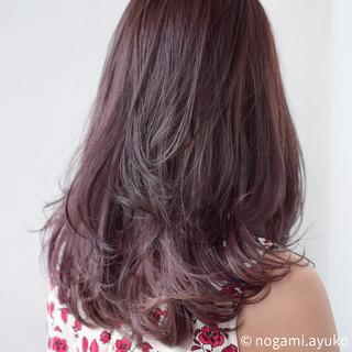 スモーキーカラー ロング ゆるふわ マルサラ ヘアスタイルや髪型の写真・画像