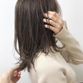 ミディアム ツヤ髪 福岡市 エレガント ヘアスタイルや髪型の写真・画像