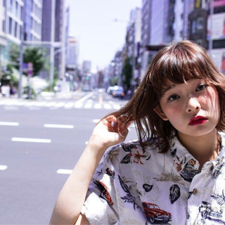 ストリート ボブ ワイドバング フェミニン ヘアスタイルや髪型の写真・画像