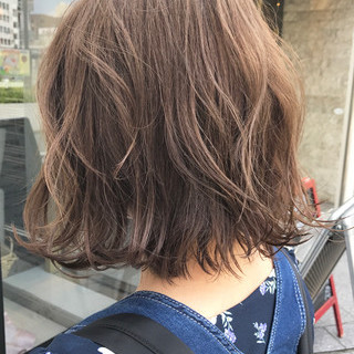 オフィス グレージュ 大人かわいい ボブ ヘアスタイルや髪型の写真・画像