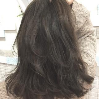 ミディアム アッシュグレージュ ハイライト ストリート ヘアスタイルや髪型の写真・画像