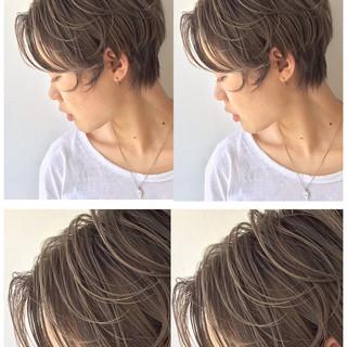 ハイライト グレージュ ストリート 外国人風 ヘアスタイルや髪型の写真・画像 ヘアスタイルや髪型の写真・画像