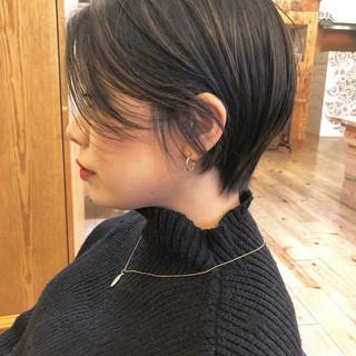 ショート グレー ヘルシー オフィス ヘアスタイルや髪型の写真・画像