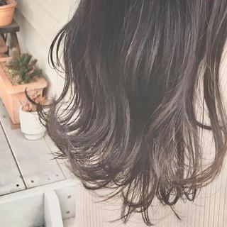 ロング ハイライト フェミニン オリーブグレージュ ヘアスタイルや髪型の写真・画像