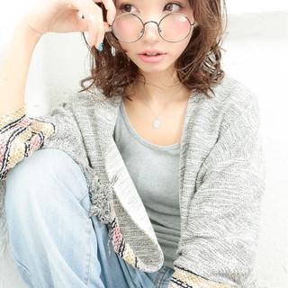 大人かわいい ミディアム パーマ 外国人風 ヘアスタイルや髪型の写真・画像 ヘアスタイルや髪型の写真・画像