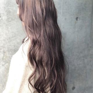 ミルクティーベージュ ロング ナチュラル アッシュグレージュ ヘアスタイルや髪型の写真・画像