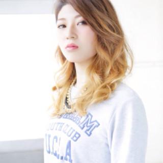 グラデーションカラー セミロング アッシュ 外国人風 ヘアスタイルや髪型の写真・画像