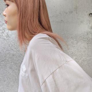 ペールピンク ピンクカラー ピンク 前髪パッツン ヘアスタイルや髪型の写真・画像