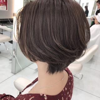 グラデーションカラー ショート ナチュラル バレイヤージュ ヘアスタイルや髪型の写真・画像