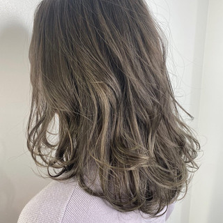 ベージュ グレージュ グラデーションカラー ナチュラルグラデーション ヘアスタイルや髪型の写真・画像