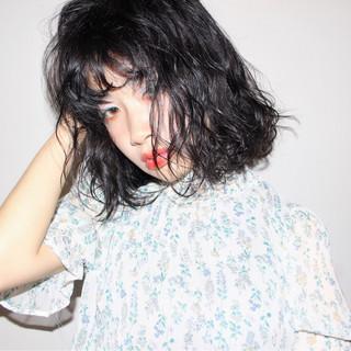 梅雨 女子会 ウェーブ 小顔 ヘアスタイルや髪型の写真・画像